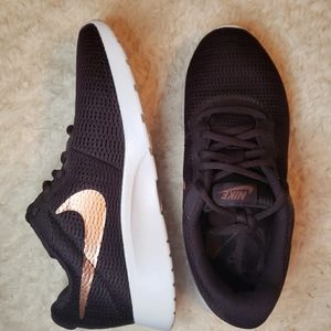 NWOT Nike Sneakers Size 6